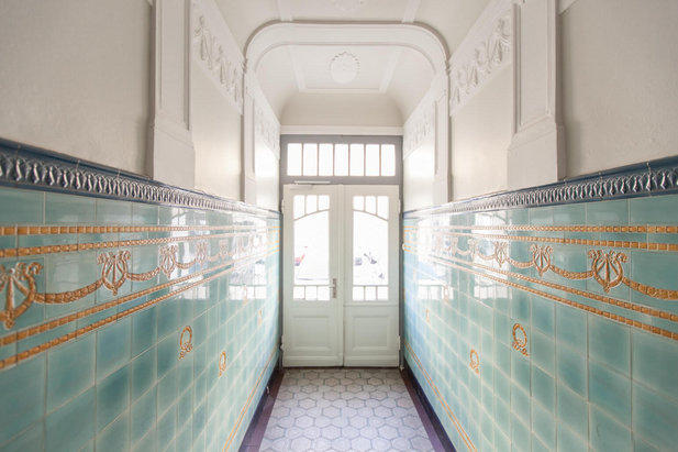 Staircase with beautiful old tiles in Hamburg-Eppendorf | City-Wohnen