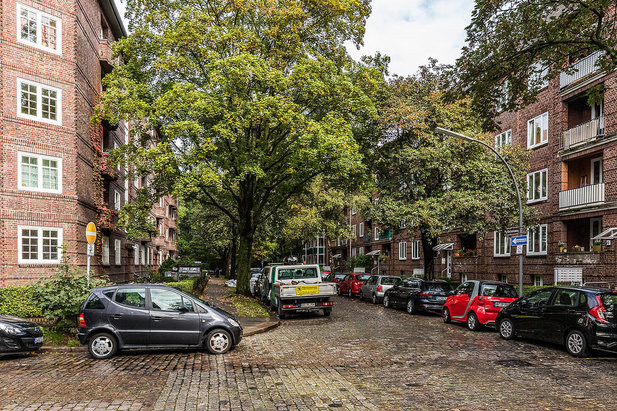 Residential street in the Hamburg-Barmbek district, typical apartments - Image of City-Wohnen Hamburg